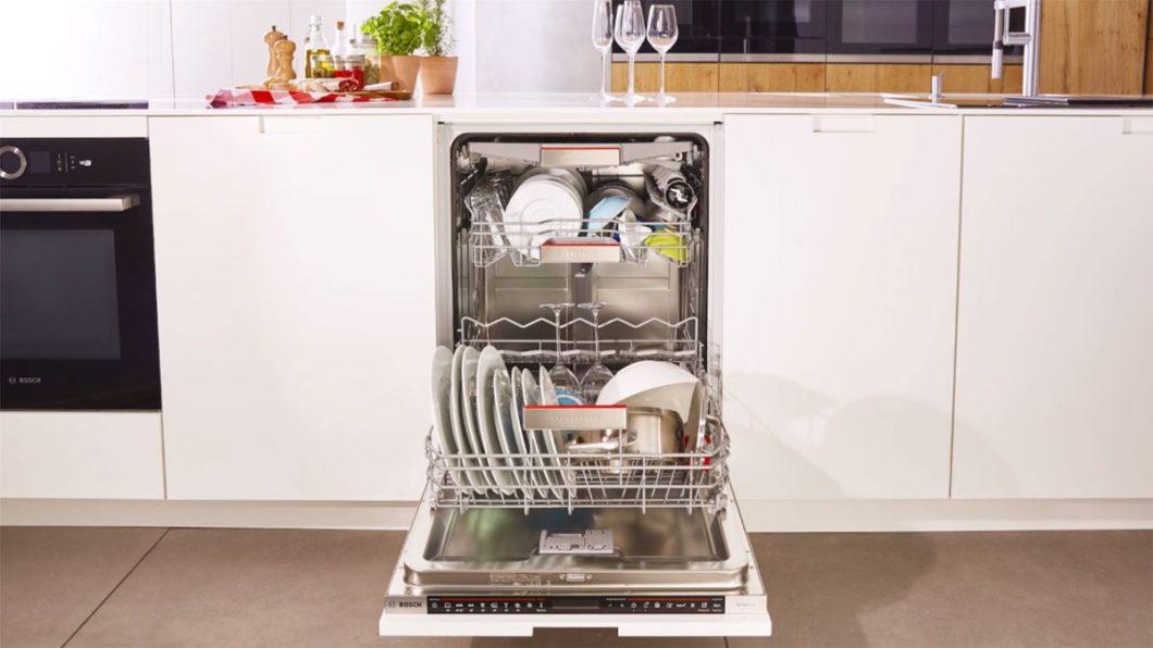 Schon gewusst? Bosch-Geschirrspüler messen die Wasserhärte und passen die Stärke des Wasserstrahls darauf an, um Gläser und Porzellan zu schonen. (Foto: Bosch)